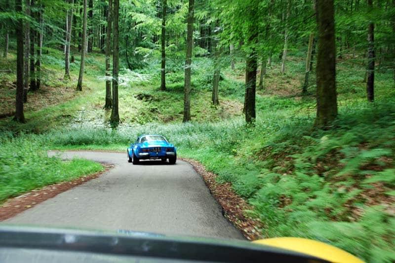Passage par les petites routes de forêt normande